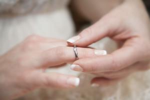 Moesmycken.se - Handgjorda ringar, halsband och örhängen - Ring Agora, vit