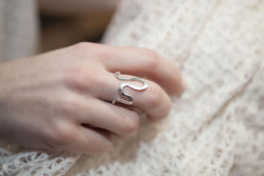 Moesmycken.se - Handgjorda ringar, halsband och örhängen - Ring Krumbukt