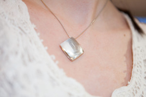 Moesmycken.se - Handgjorda ringar, halsband och örhängen - Halsbandet Kudde