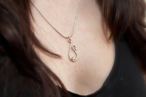 Moesmycken.se - Handgjorda ringar, halsband och örhängen - Halsband Droppe med blänk