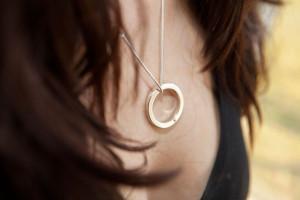 Moesmycken.se - Handgjorda ringar, halsband och örhängen - Halsband Omlopp