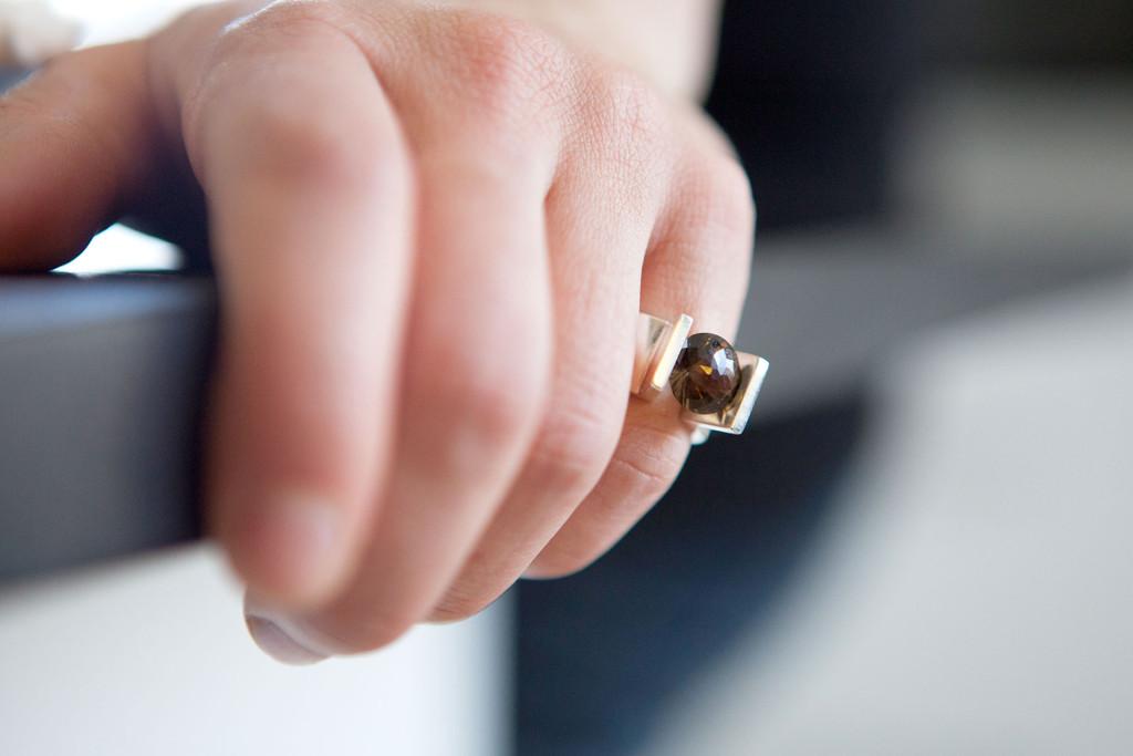 Moesmycken.se - Handgjorda ringar, halsband och örhängen - Ring Rök