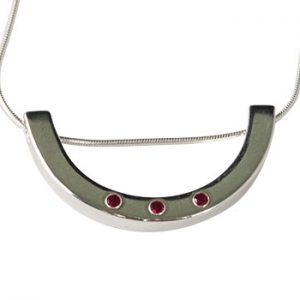 Moesmycken.se - Handgjorda ringar, halsband och örhängen - Halsband Båge