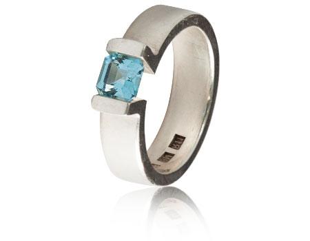 Moesmycken.se - Handgjorda ringar, halsband och örhängen - Ringen Nikitas
